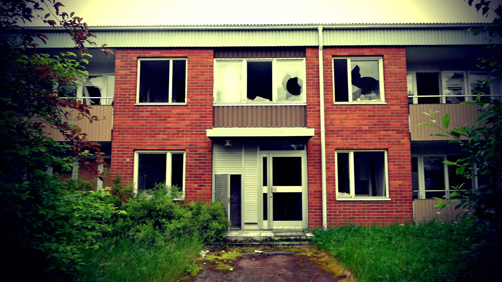 Dead-Swedish-Industrial-City-1