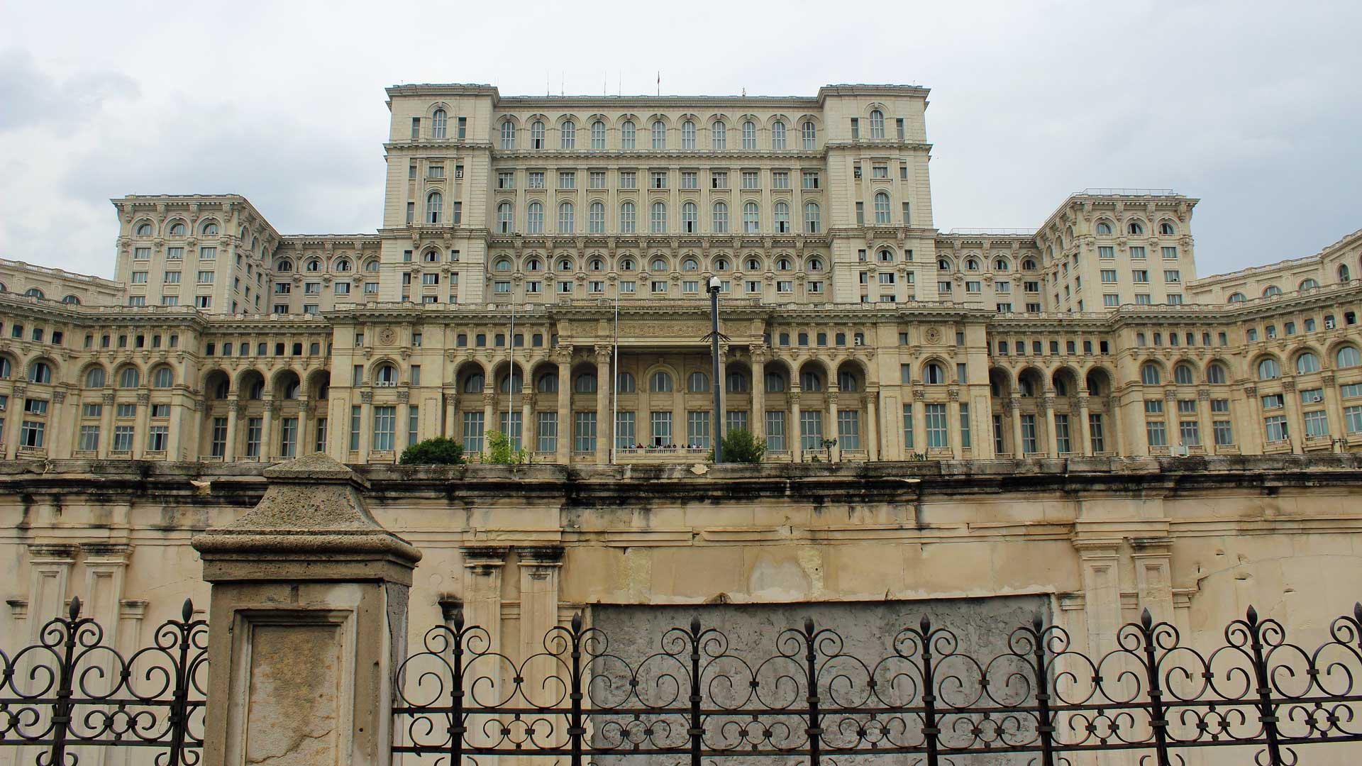 Presidential-Palace-Bucharest-1