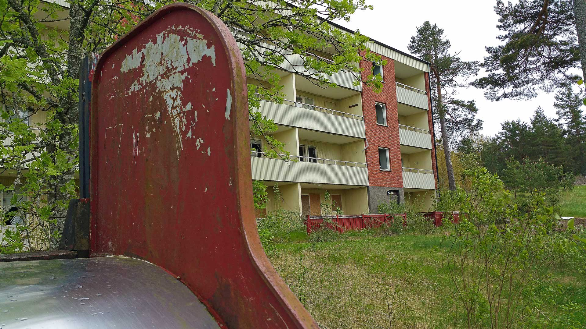 abandoned-apartment-block-sweden-7
