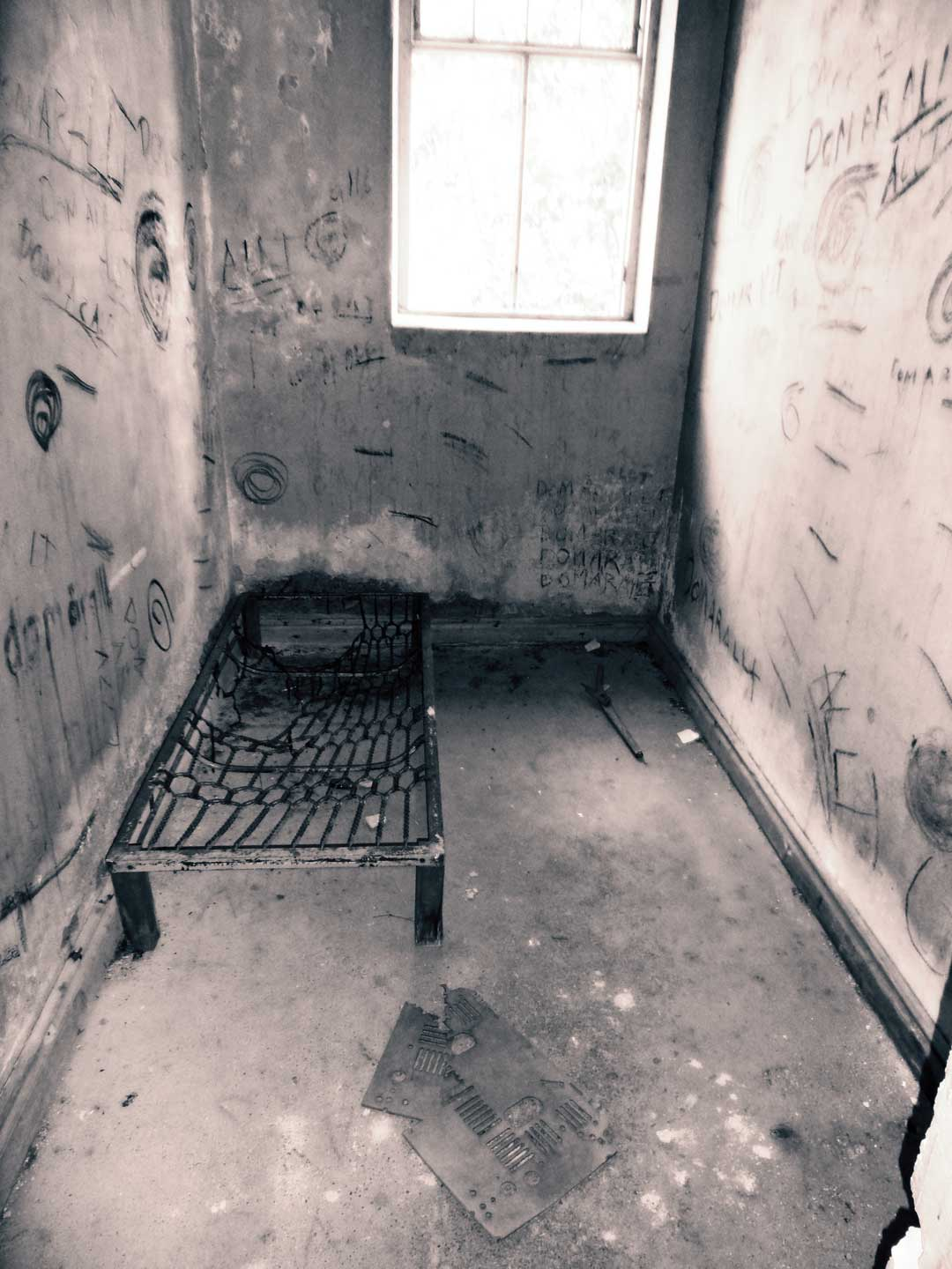 abandoned-mental-hospital-norrfly-5