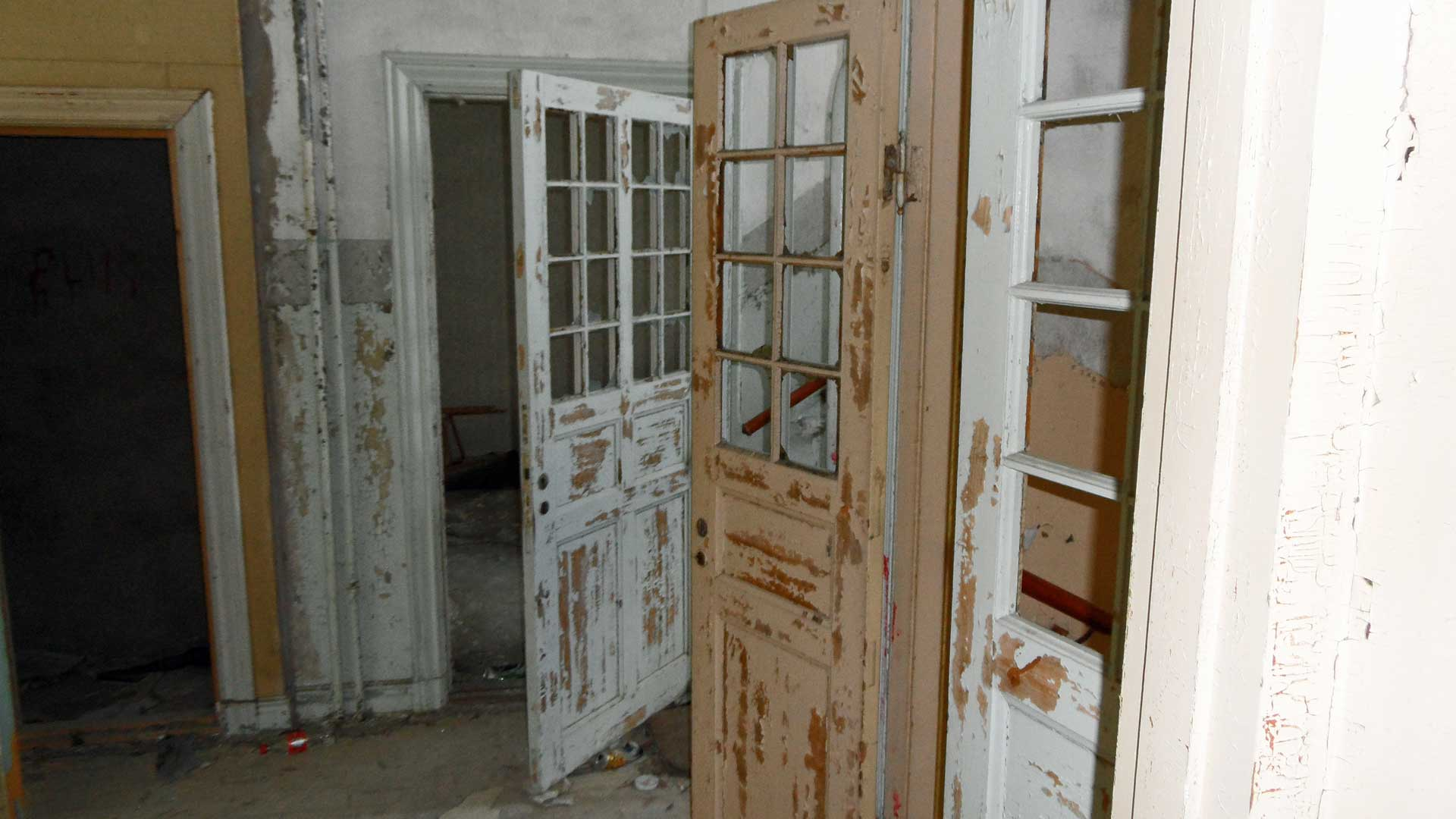 abandoned-mental-hospital-norrfly-7