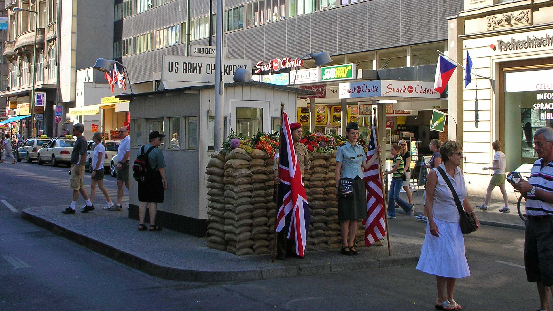 checkpoint-charlie-berlin-1