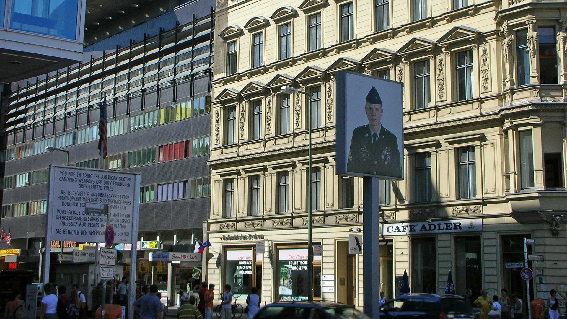 checkpoint-charlie-berlin-2