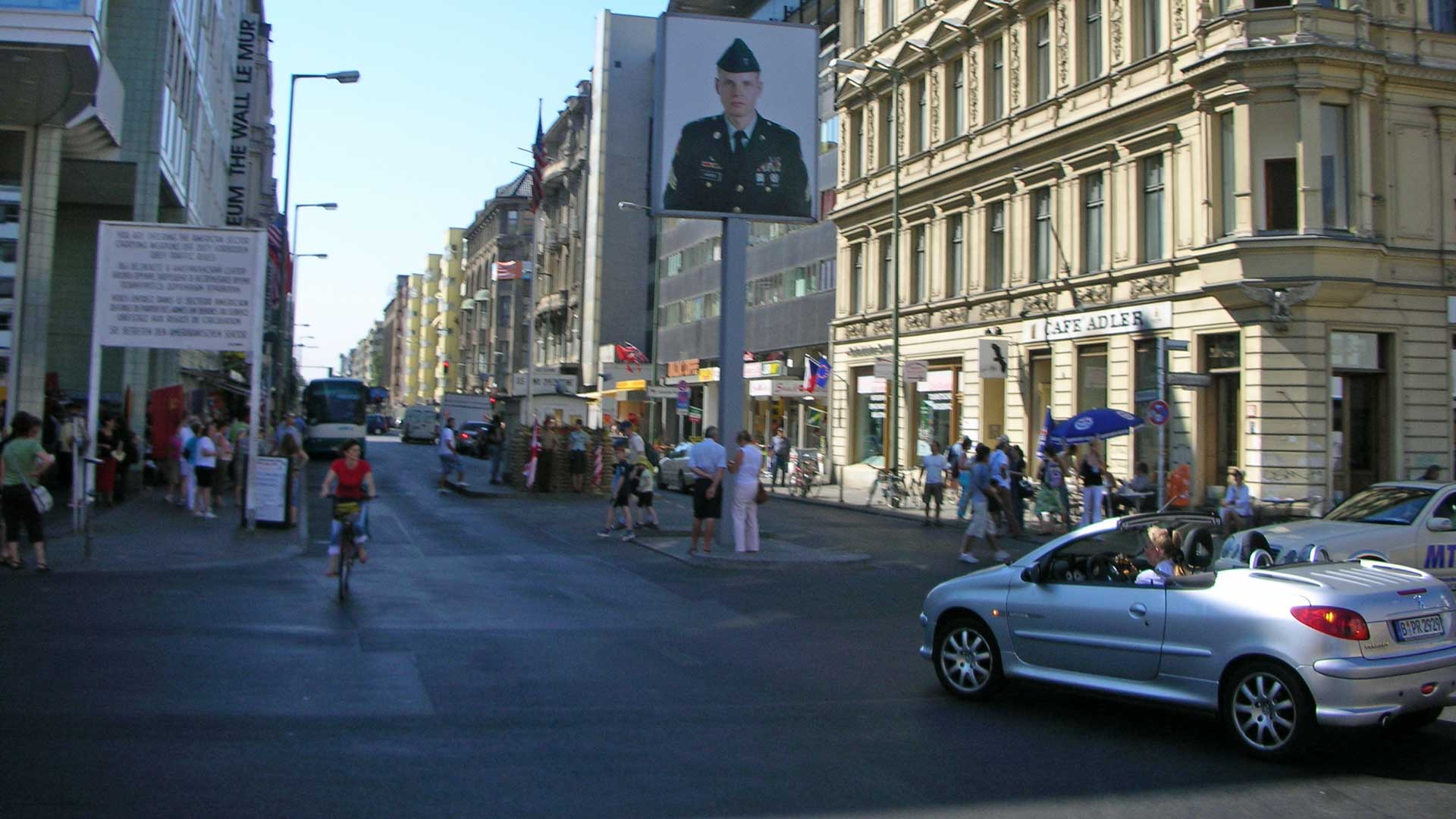 checkpoint-charlie-berlin-5