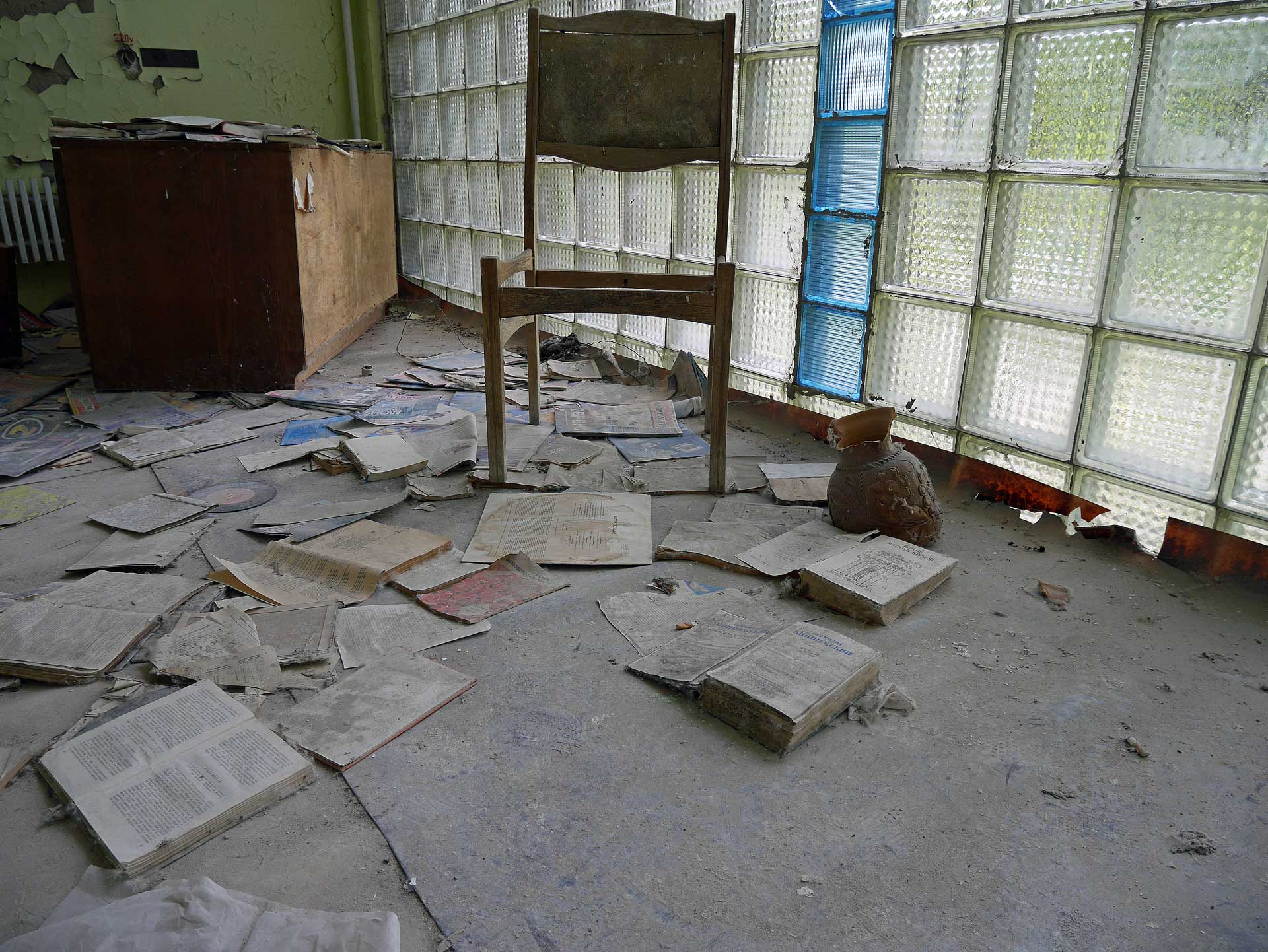 chernobyl-abandoned-research-laboratory-7