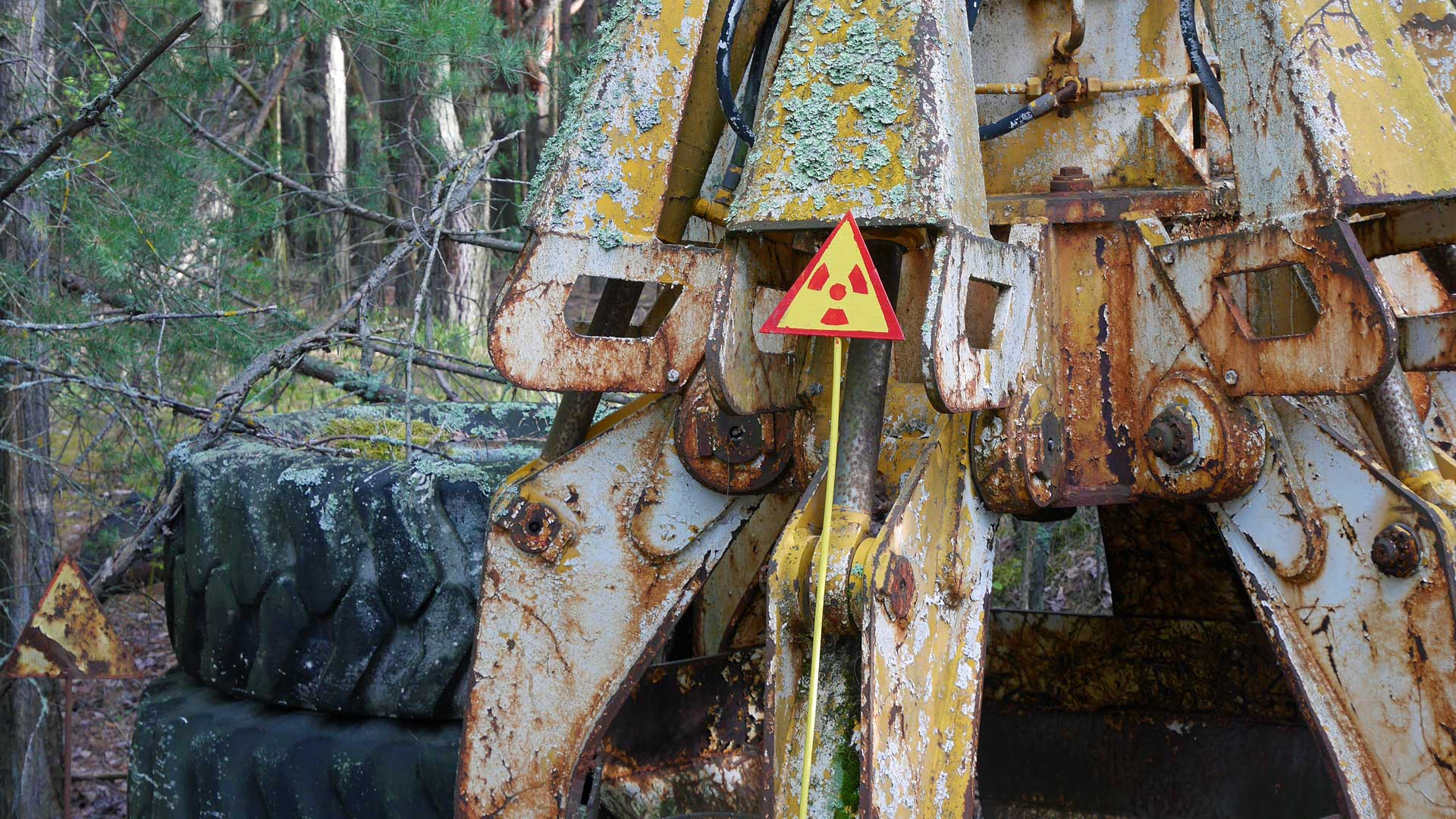 radioactive-gripping-claw-chernobyl-3