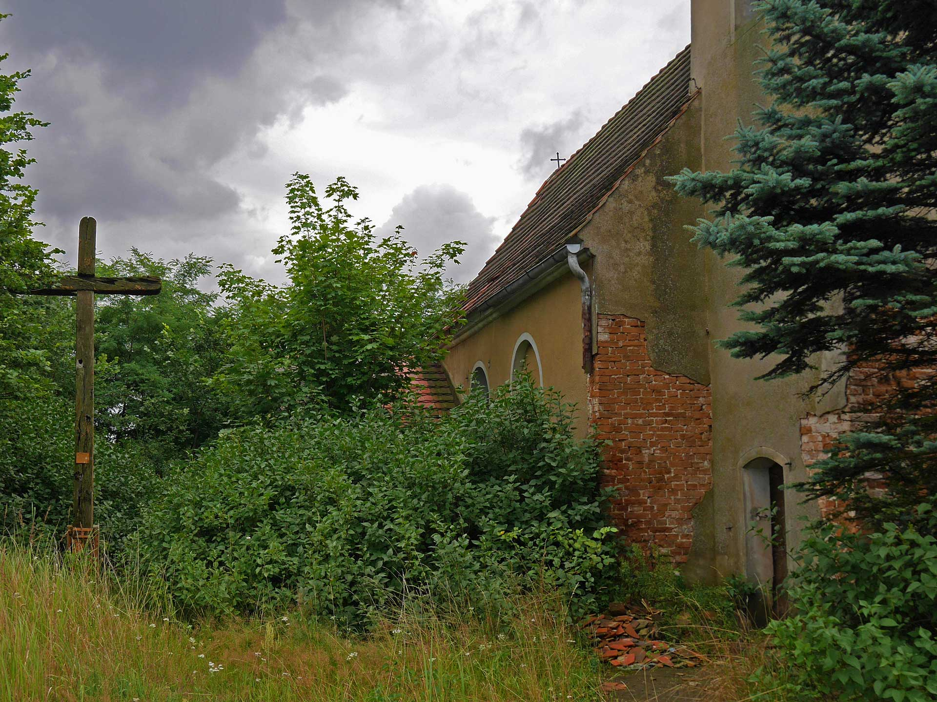 abandoned-church-Wroblin-Glogowski-poland-3
