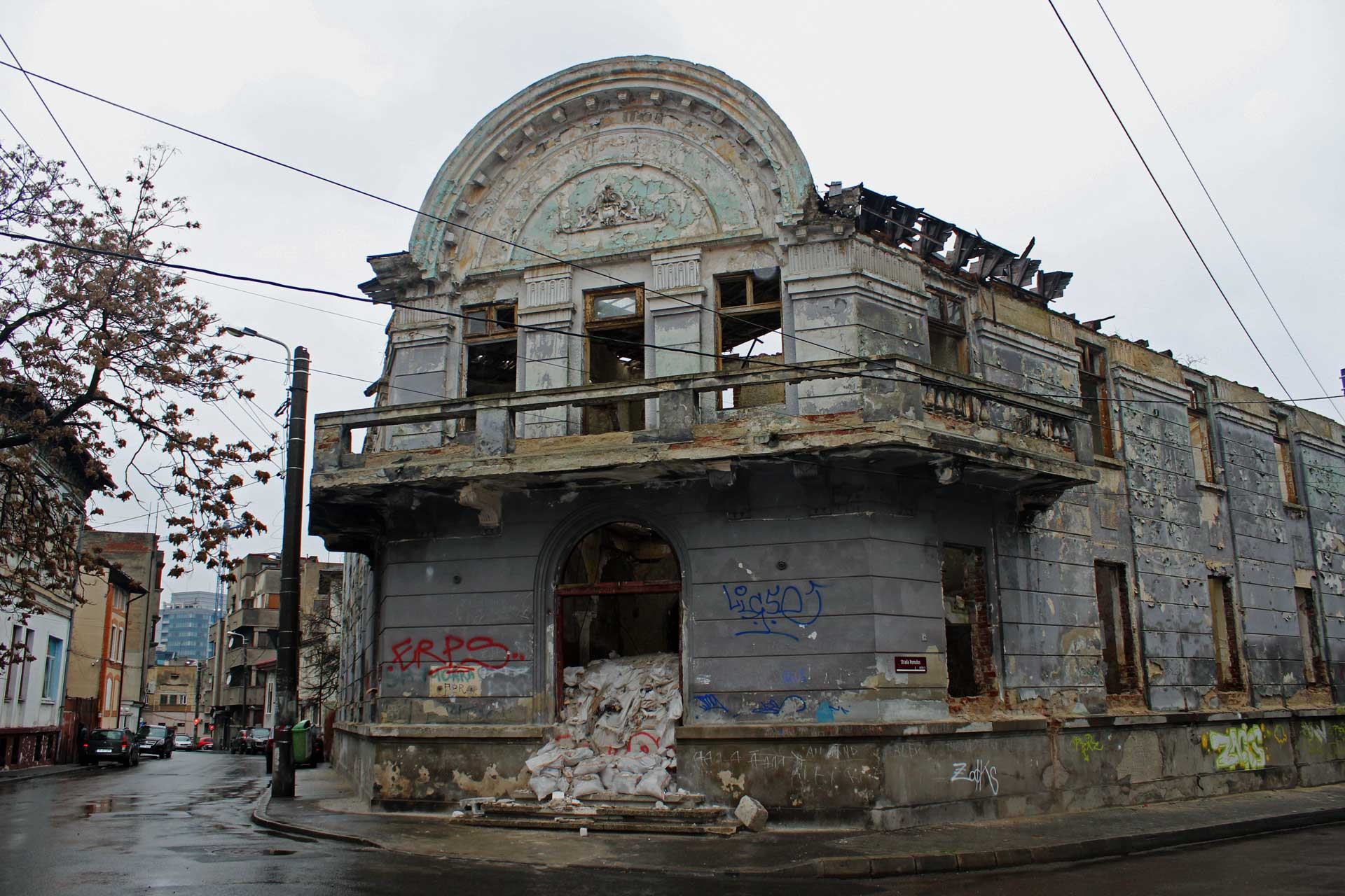 bucharest-decay-abandoned-1